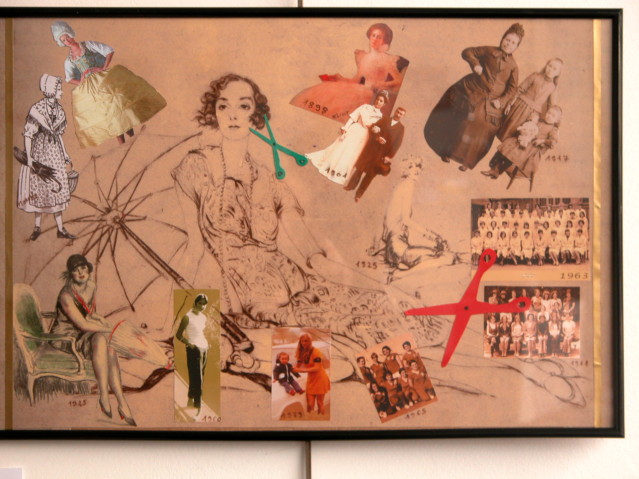 Technique Mixte - Collage papiers sur dessin ancien ( 30 x 40 cm )