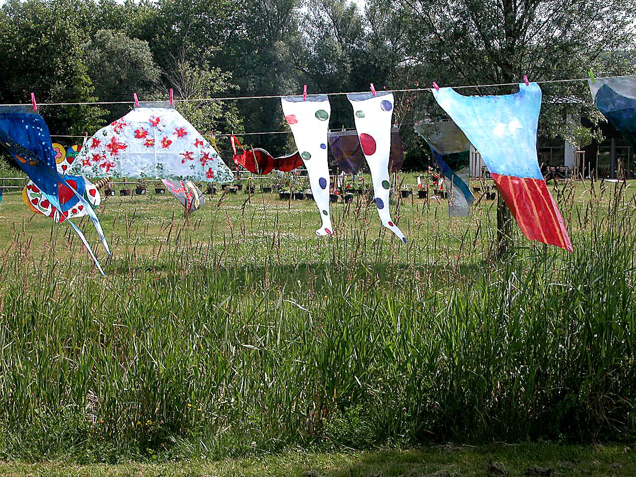 Autres habits de cirque en papier : jour de vent