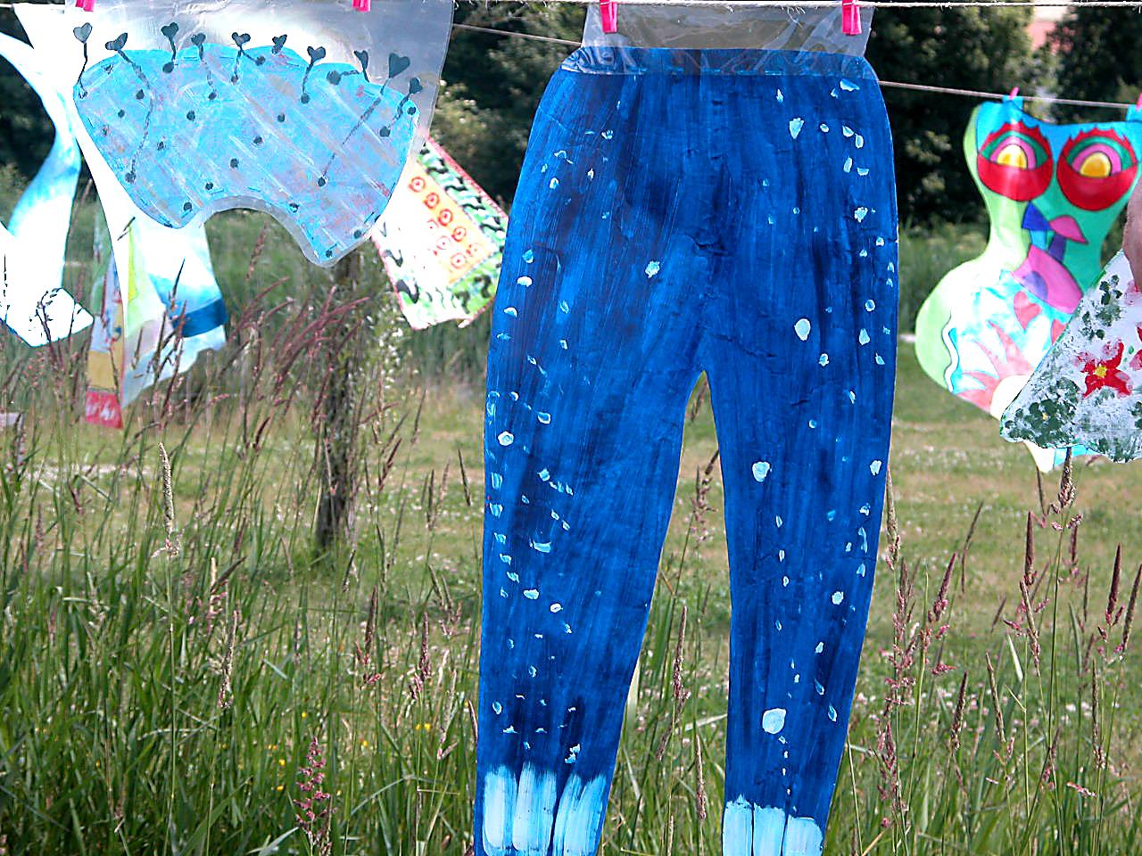 Séchage du pantalon bleu-nuit de cirque et de la petite couronne