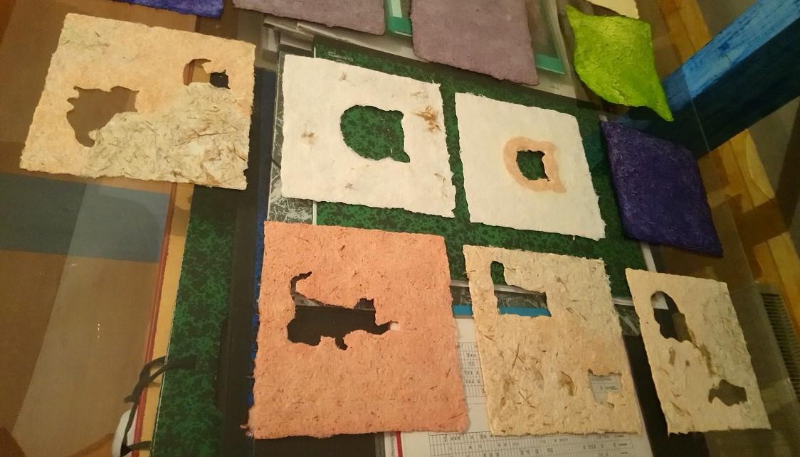 Papiers de Lin et Chanvre aux couleurs pastels et formes de chat