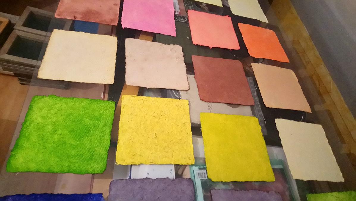 Papiers de Lin et Chanvre teintés aux Encres