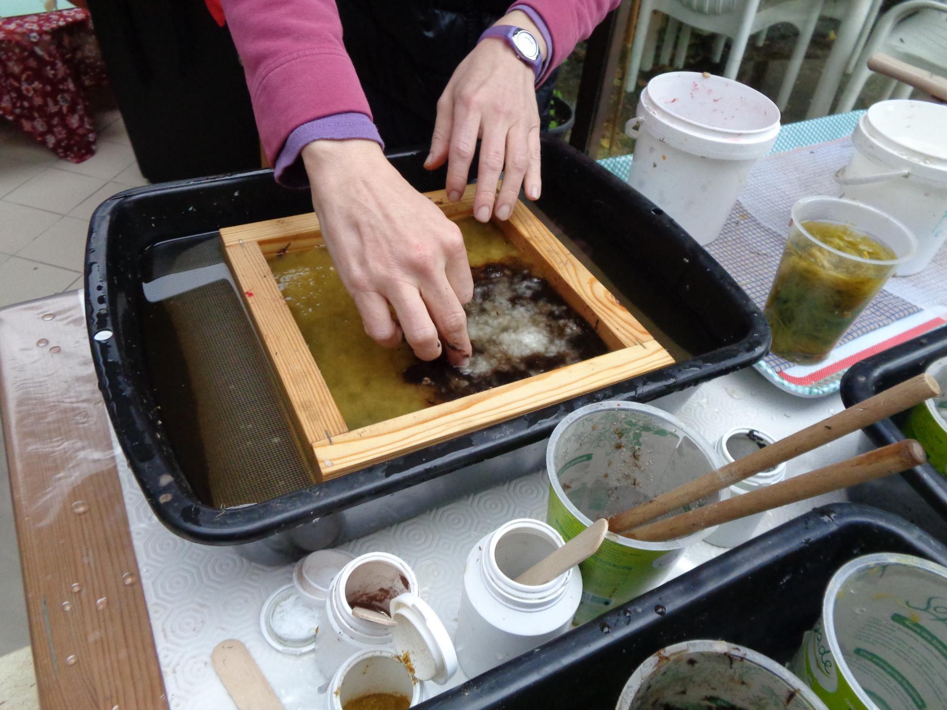 Fabrication du papier chiffon chez Martine Gautier  ( 1 )