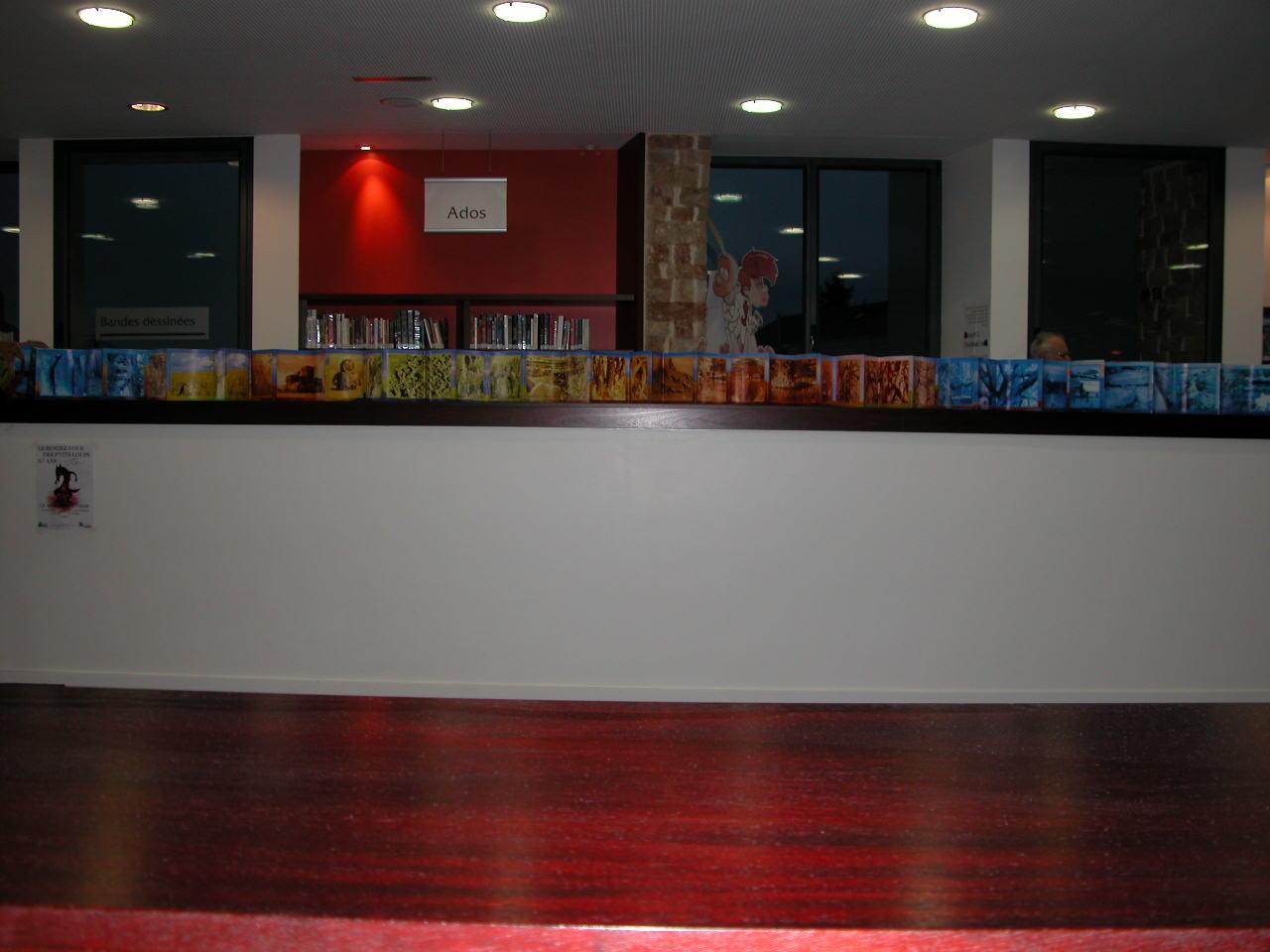 Livre Géant de 13 mètres  2 ( installation in Situ médiathèque )
