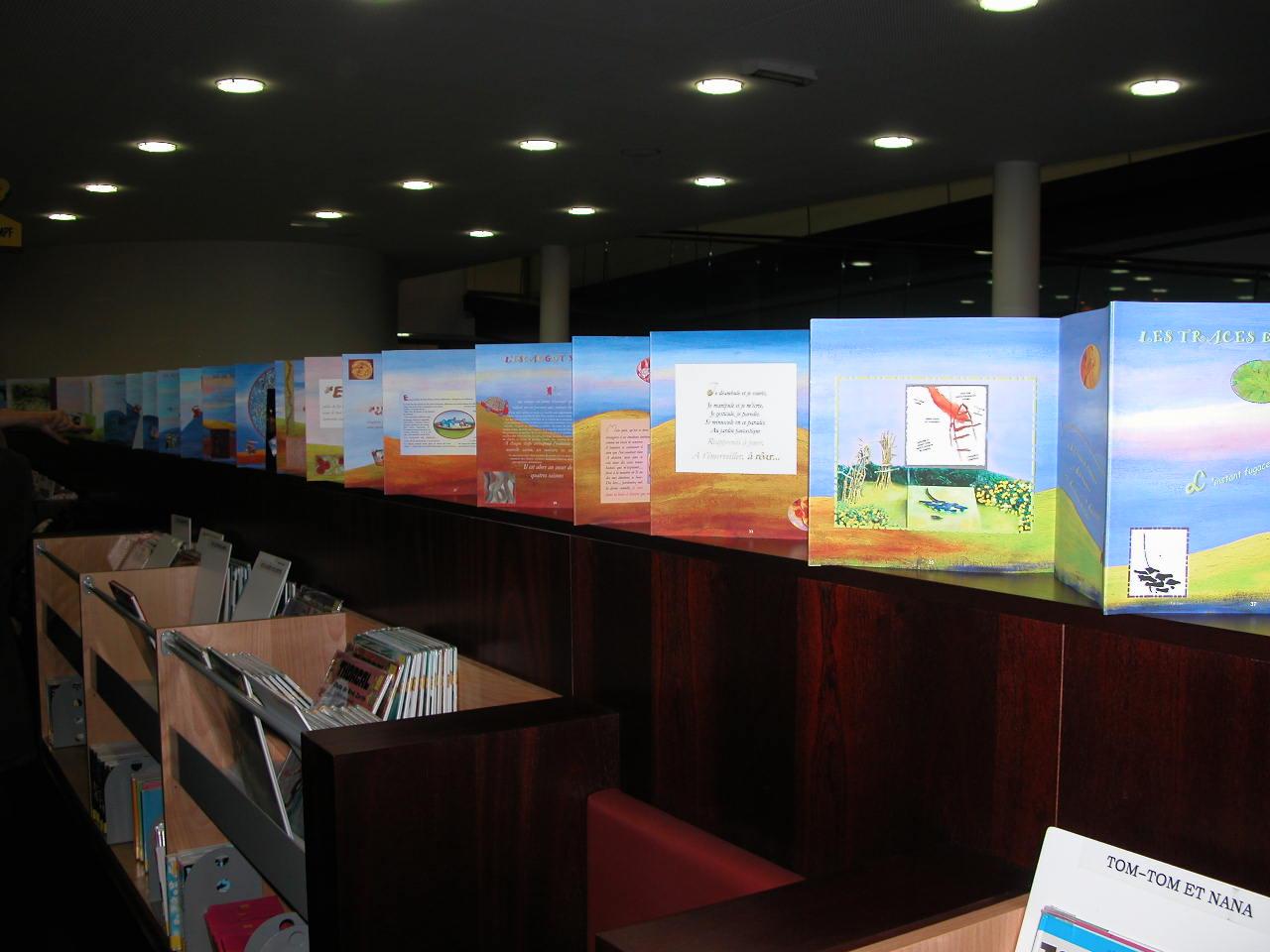 Livre Géant de 13 mètres  4 ( installation in Situ médiathèque )
